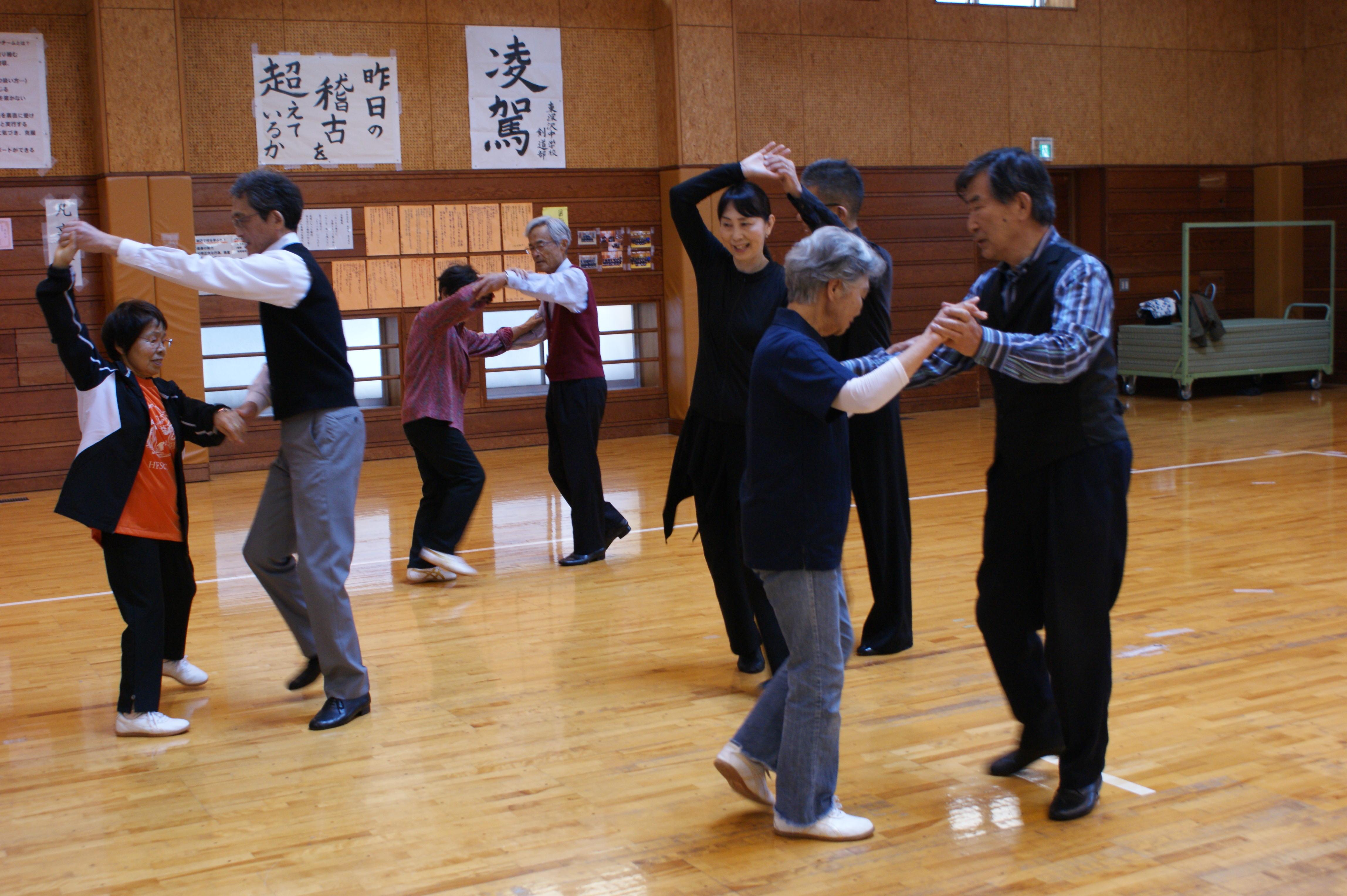 社交ダンスは体験で優雅な気分に